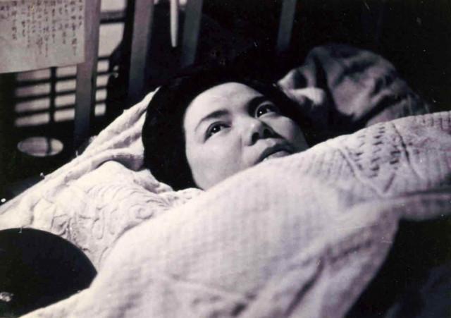 療養、ベッドに病臥する三浦綾子